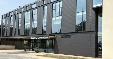 Jezuitu-gimnazija-fasadas