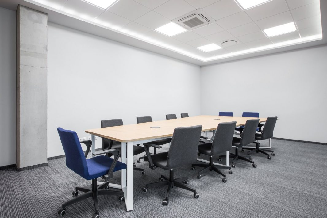 konferencijų_kambario_baldai