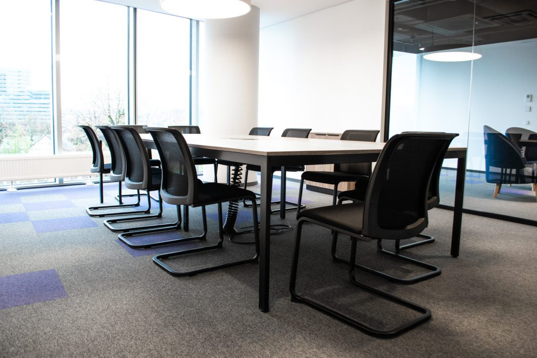 Visma posėdžių kambarys